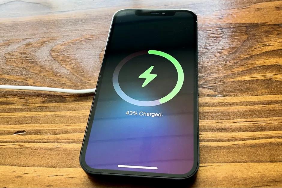 MagSafe для iPhone заработает в полную мощность только с новыми 20-ваттными зарядками