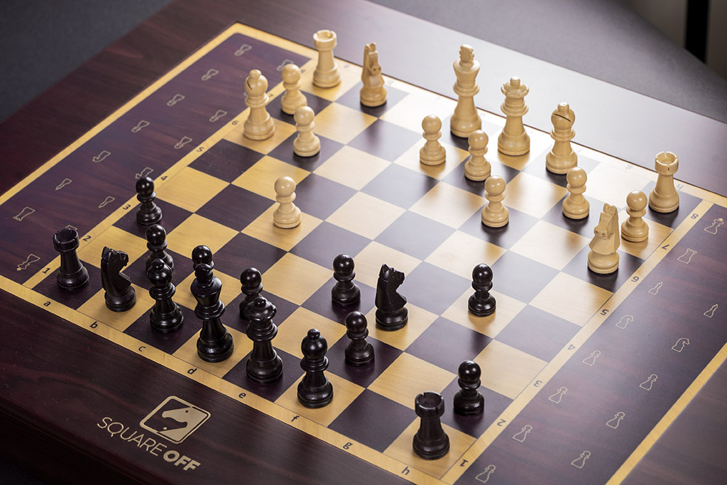 Обзор волшебных шахмат Square Off Grand Kingdom Set. Они двигаются сами по себе!