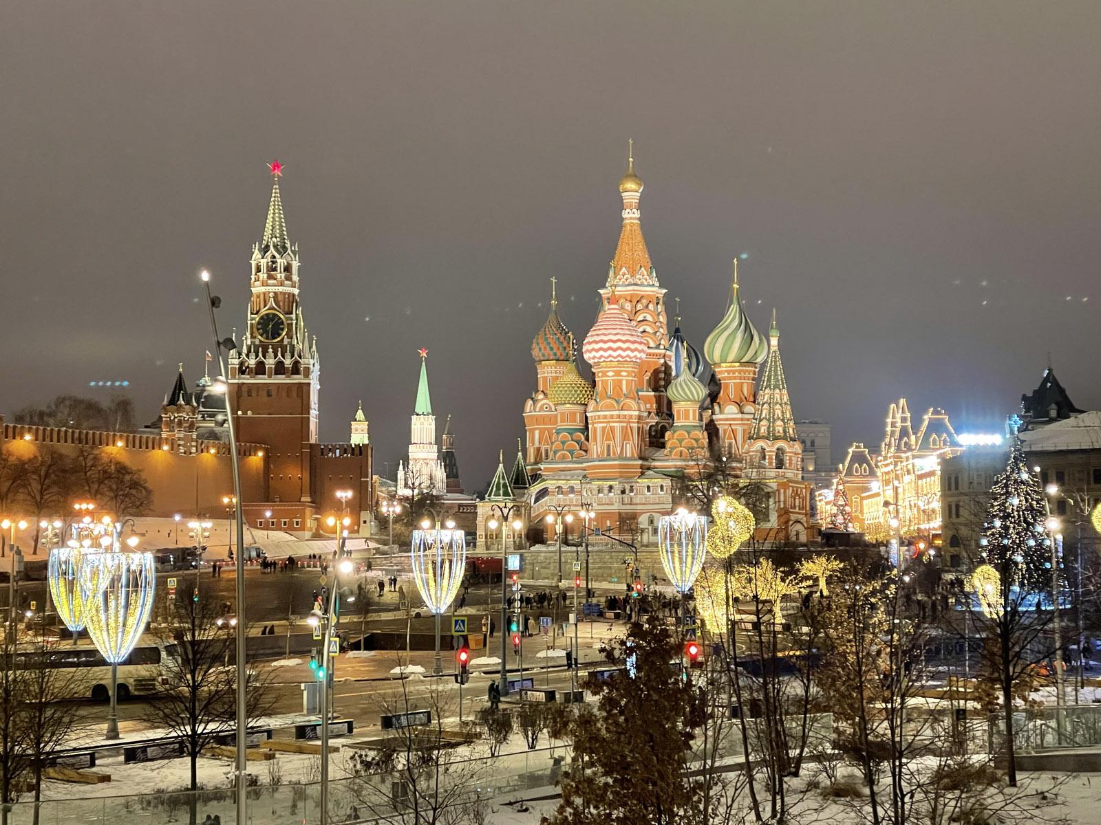 Как похорошела Москва к Новому году, несмотря ни на что. Снял на iPhone 12 Pro Max