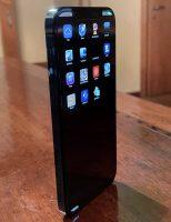 Появились фото прототипа iPhone 12 Pro с операционной системой SwitchBoard