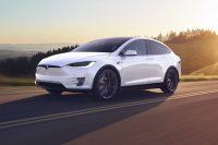 Власти США просят Tesla отозвать 158 тысяч автомобилей из-за пробел с экраном