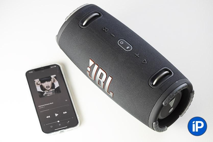 JBL Xtreme 3 сносит крыши звуком и басом. Повесил на плечо и зажёг район