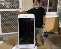 Парень купил iPhone 7 в интернете, но получил стол в форме айфона