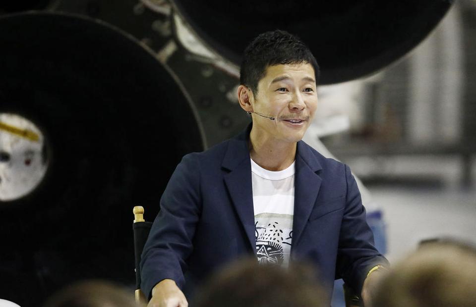 Японский миллиардер ищет 8 человек для полёта на Луну на SpaceX. Подать заявку можете даже вы
