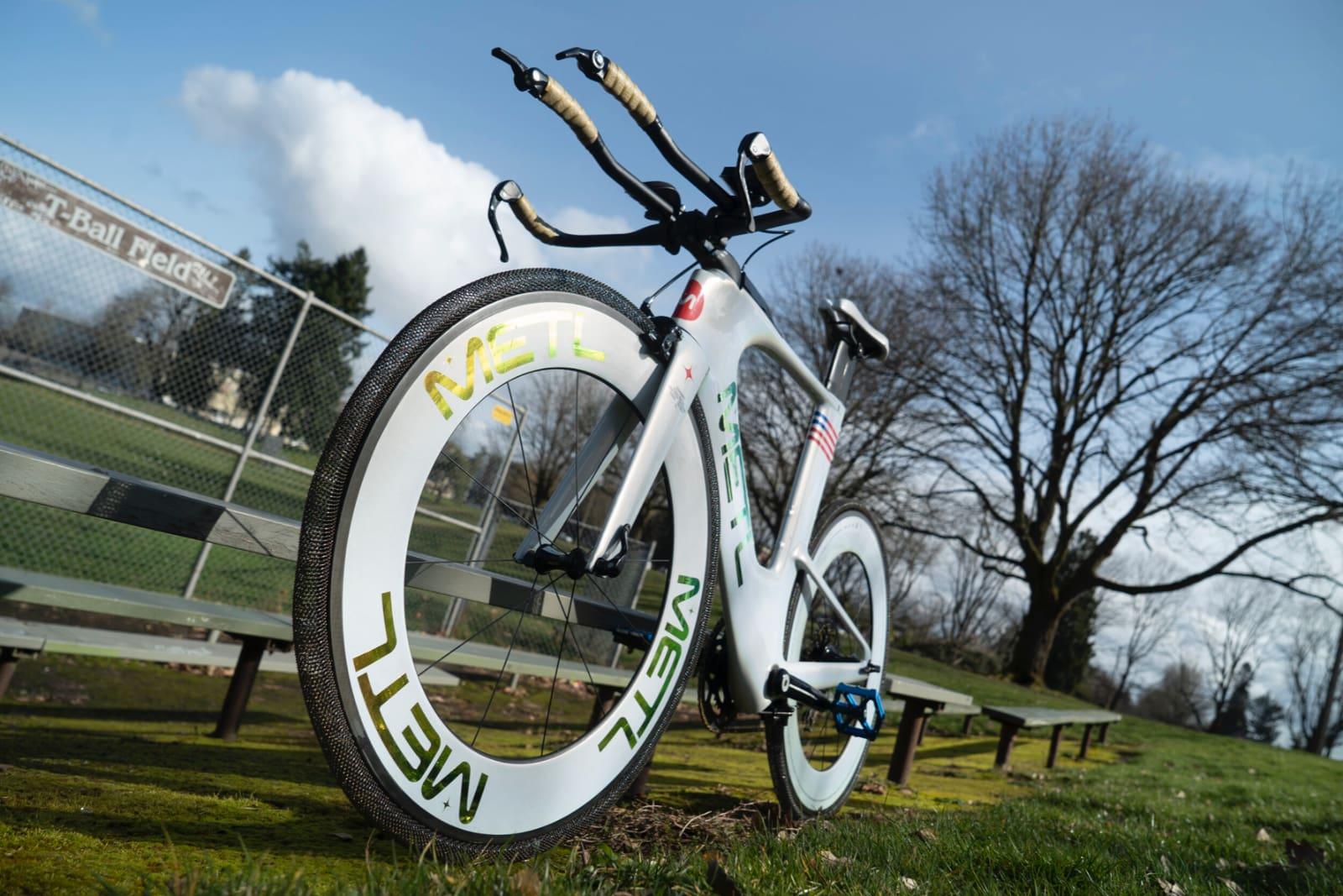 NASA разработала велосипедные непробиваемые шины из титана, которые сейчас используют в марсоходах