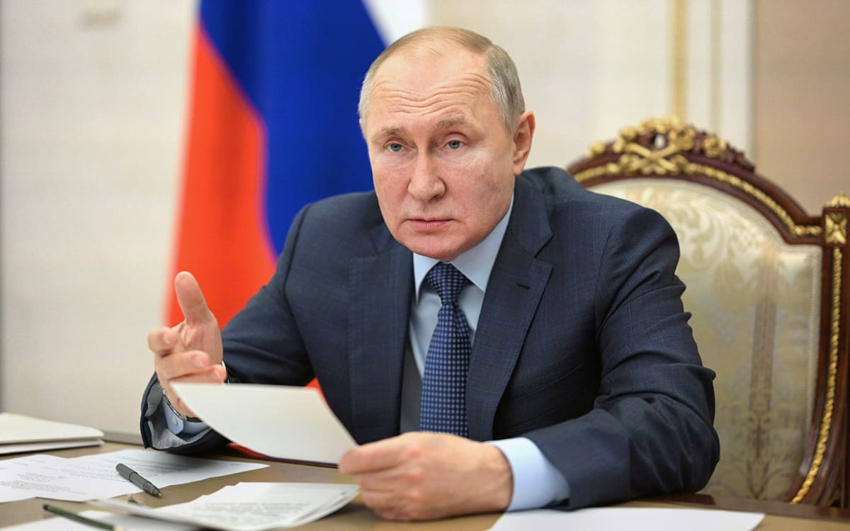 Путин объявил с 1 по 10 мая нерабочими днями