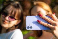 Две первокурсницы с иняза потестили фиолетовый iPhone12. Что же поняли Ксюша и Оля