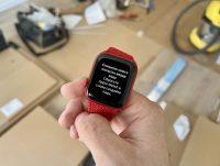 Не кладите включенные Apple Watch в карман, иначе будет вот так 😩