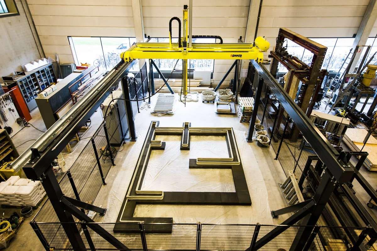В Нидерландах на 3D-принтере распечатали первый в мире бетонный дом. Жить можно, внутри здорово