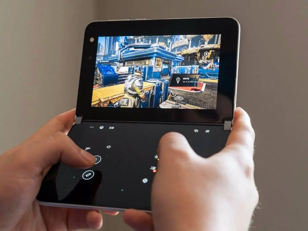 Microsoft превратила раскладной смартфон Surface Duo в портативный Xbox