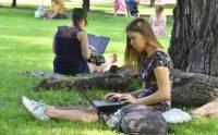 7 удобных парков, где в Москве работать приятно и есть Wi-Fi