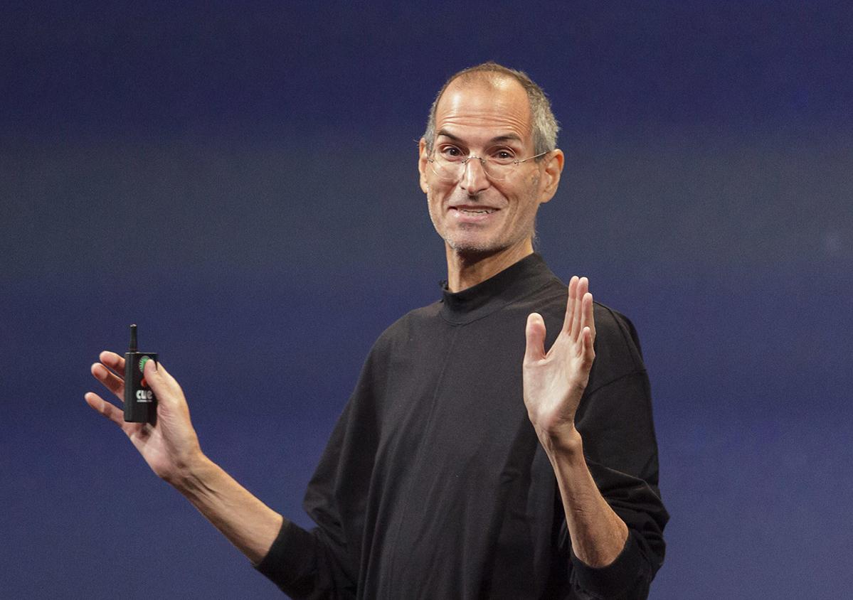 9 необычных презентаций WWDC, которые вёл Стив Джобс. Были даже похороны Mac OS с гробом