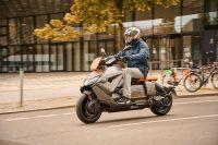BMW представила электроскутер Motorrad CE 04 в стиле киберпанк за $12 тысяч