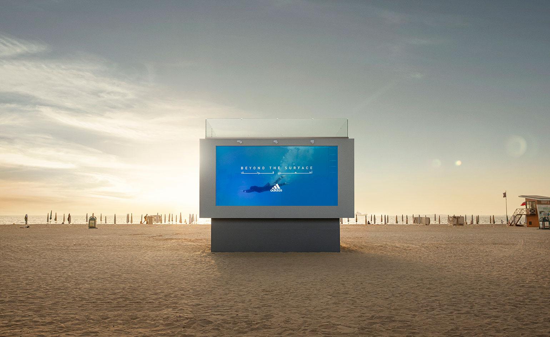 Adidas построил необычный бассейн в Дубае. Любой может нырнуть  и стать лицом рекламной кампании купальников