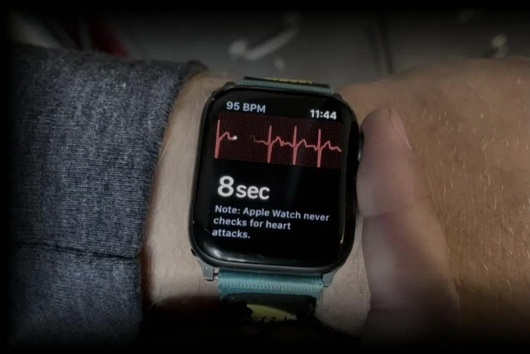 Apple Watch спасли американке жизнь после сердечного приступа, про который никто не знал