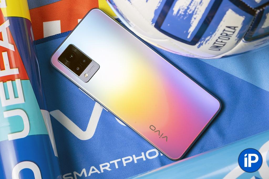 Обзор смартфона Vivo V21, который тесно связан с футболом. Мощный и стоит недорого