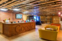 В московский офис Google пришли приставы, а там одна сотрудница. Адвокат послал их в Америку