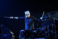 Роджер Тейлор выпустил новый альбом Outsider. Это барабанщик Queen, так что можно слушать